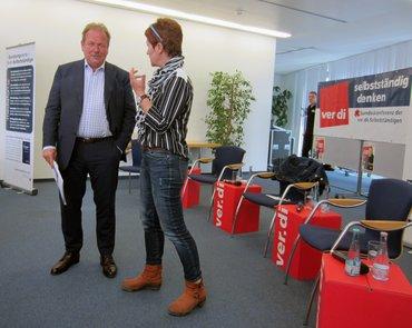 Diskussionteilnehmer Bsirske und Kniestedt auf der Konferenz der ver.di-Selbstständigen 2015